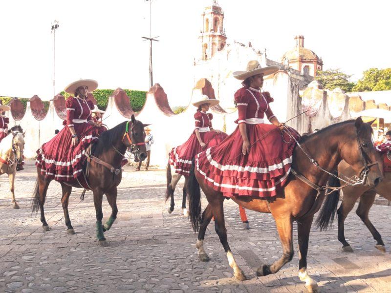 メキシコの伝統的アスリート!?女性騎士「エスカラムサ」。